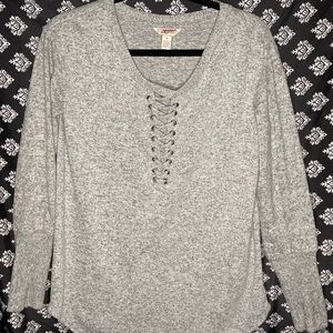 Fashion Sweater! Round neck, with lace-up front